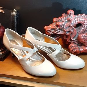 Life Stride brand new tan heels